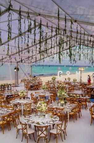 Gaby-y-Matias-Beach-Cancun-Wedding-