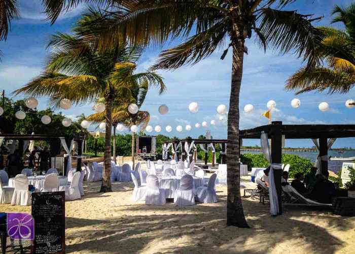 Chinese-lamps-beach-wedding-cancun-riviera-maya