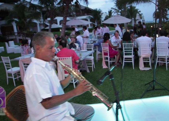 Beach Wedding cancun- Musicians- Sax-18