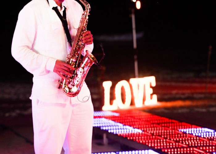 Beach Wedding cancun- Musicians- Sax-4