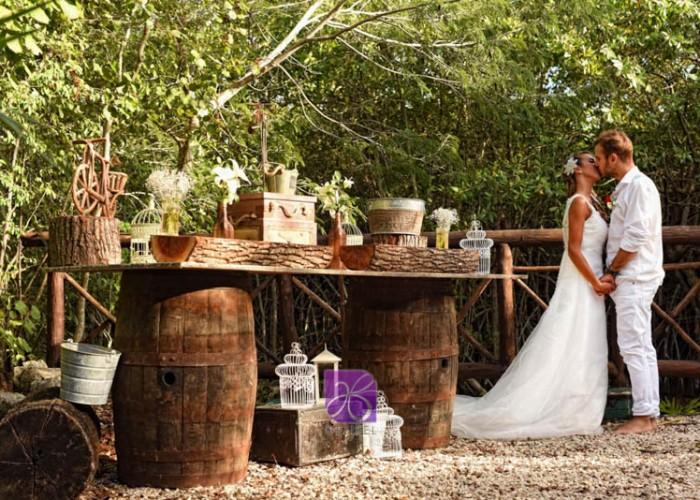 Rustic-Decore-Cancun-Beach-Wedding