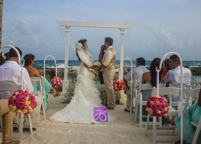 Simbolic-Ceremony-Cancun-Beach-Wedding-4
