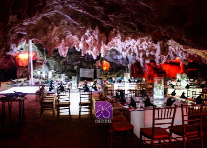 www-mavellee-com-cavewedding-eli-britt-42