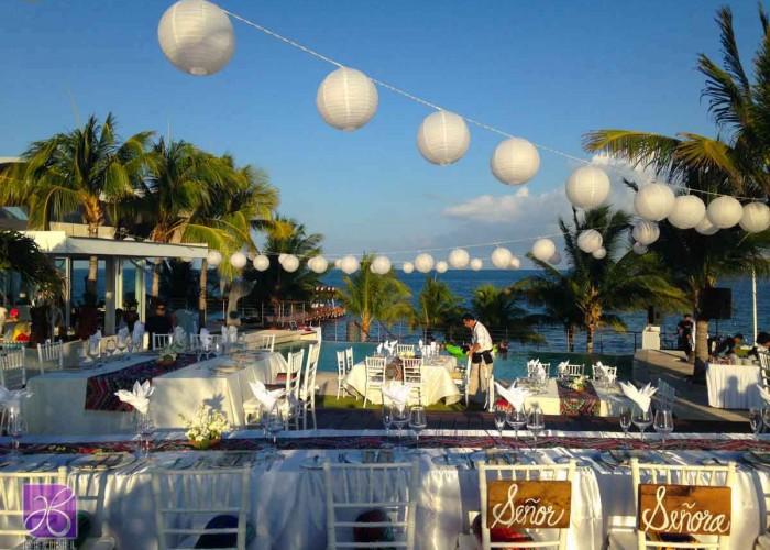 Bolas chinas-Lighting-and-decor-wedding-in-Riviera Maya (2)