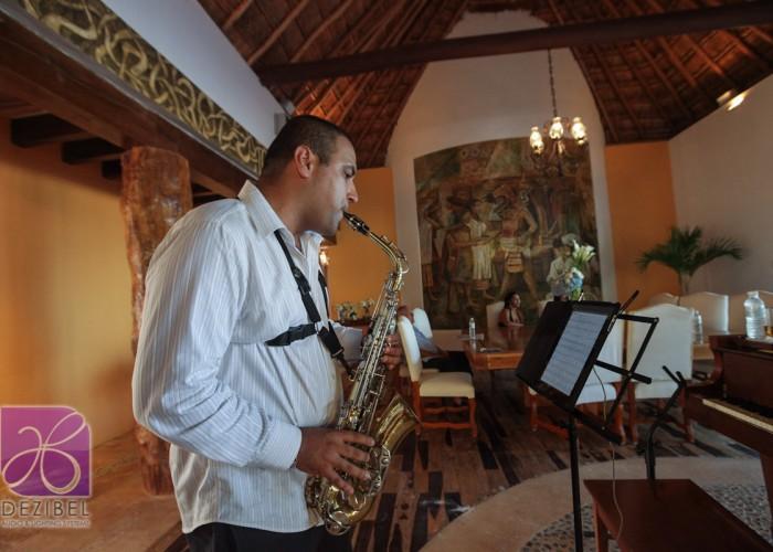 Beach Wedding cancun- Musicians- Sax-8