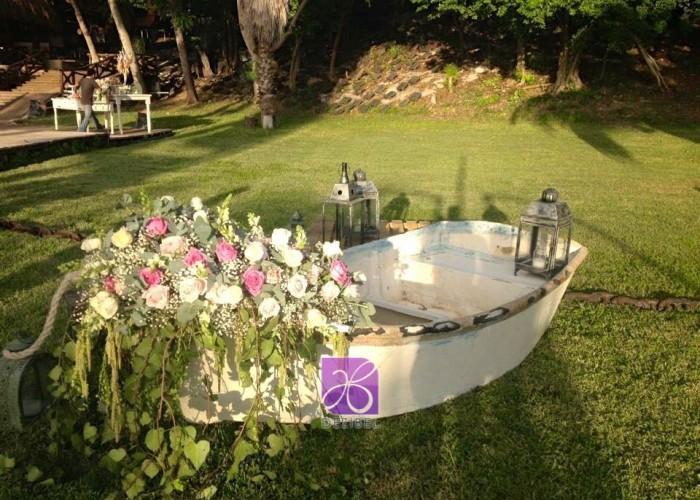 wedding-boat-decor-vintage