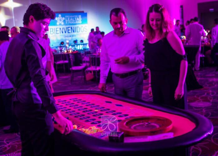 thematic-decore-casino-cancun-wedding-18