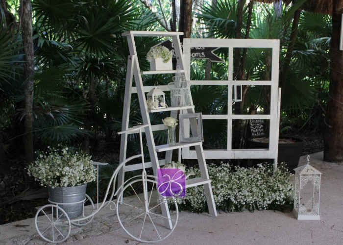 wedding-cancun-planners-vintage-forniture-table-and-chair-vintage-vintage-decor-at-the-beach-118