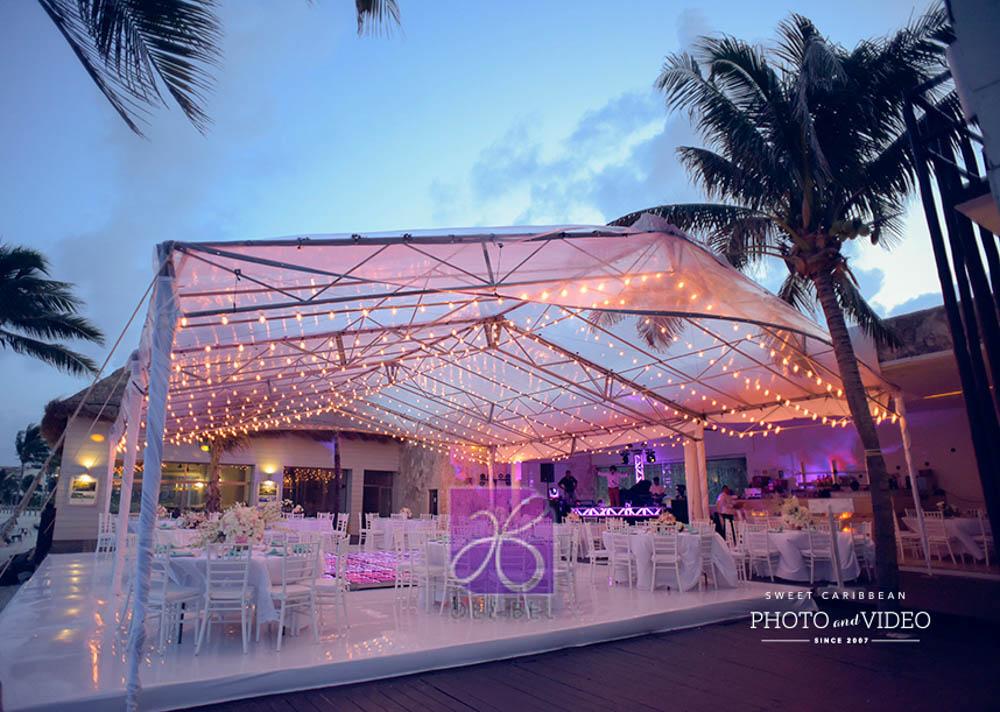 20 ideas de String Lights que hicieron la decoración de la recepción inolvidable.